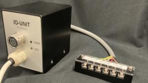 小型超音波溶着機 AUH30CW 外部入出力ユニット「IO-UNIT」デモ機に端子台を付けました。